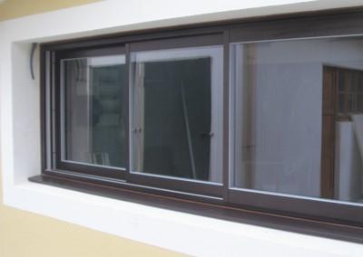 Photo d'un coulissant 3 vantaux aluminium marron foncé
